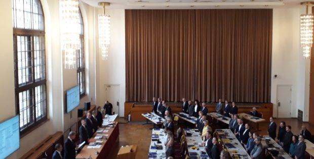 Oberbürgermeister Burkhard Jung (SPD) verpflichtet die Stadträte und Stadträtinnen. Foto: René Loch