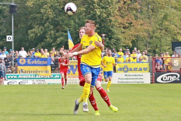 Steinborn setzt sich vor seinem Heber gegen Sahanek durch. Foto: Thomas Gorlt.