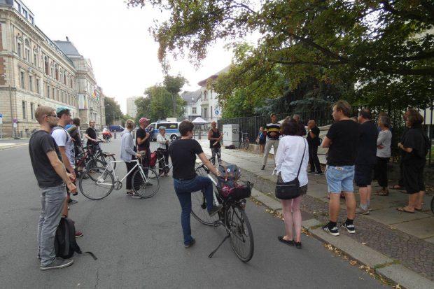 Stilles Gedenken an den Kriegsbeginn an der Leipziger Wächterstraße. Foto: L-IZ.de