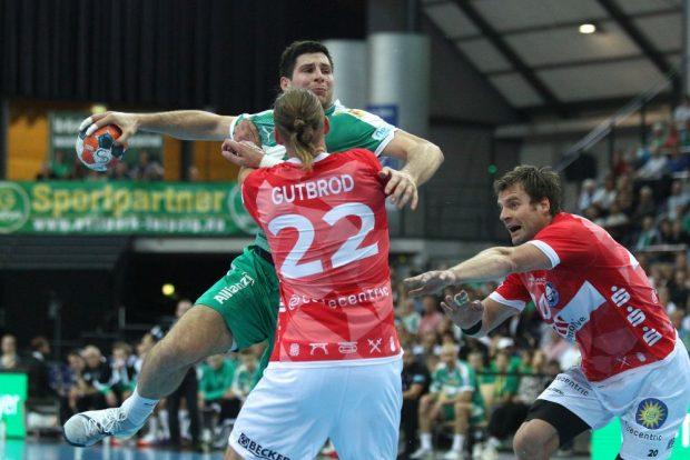 Marko Mamic (SC DHfK) wird von Fabian Gutbrod (BHC) gebremst. Foto: Jan Kaefer