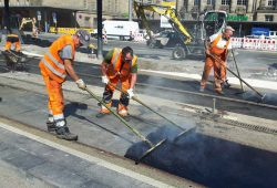 Auf Gleis 1 und 2 sind die Gleise verlegt und der Deckenschluss wird hergestellt. Foto: Leipziger Gruppe