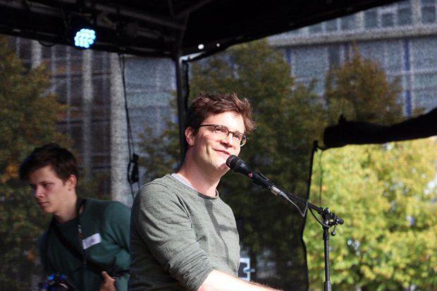 Musikalische Unterstützung von Bodo Wartke. Foto: L-IZ.de