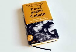 Bernd-Lutz Lange, Sascha Lange: David gegen Goliath. Foto: Ralf Julke