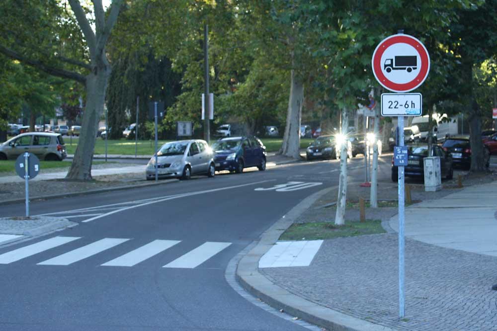 Beethovenstraße: Nur nachts gilt Einfahrtverbot für Lkw. Foto: Ralf Julke