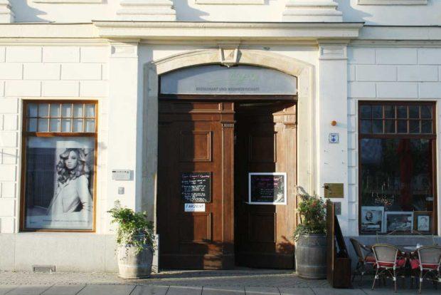 Das Tor zu Wagners Restaurant in Wagners Hof. Foto: Ralf Julke