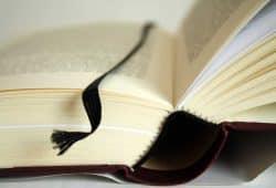 Auch haptisch ein Erlebnis. gut gemachte Bücher. Foto: Ralf Julke