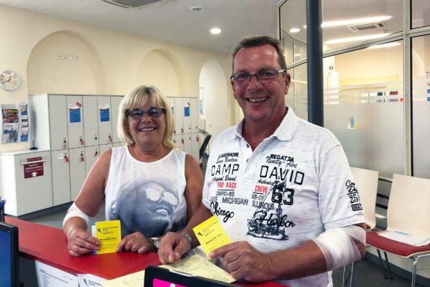 Das Ehepaar Gabriele und Klaus-Dieter Seidel haben gemeinsam 1260 Spenden bei der UKL-Blutbank geleistet. Foto: Anja Grießer/UKL
