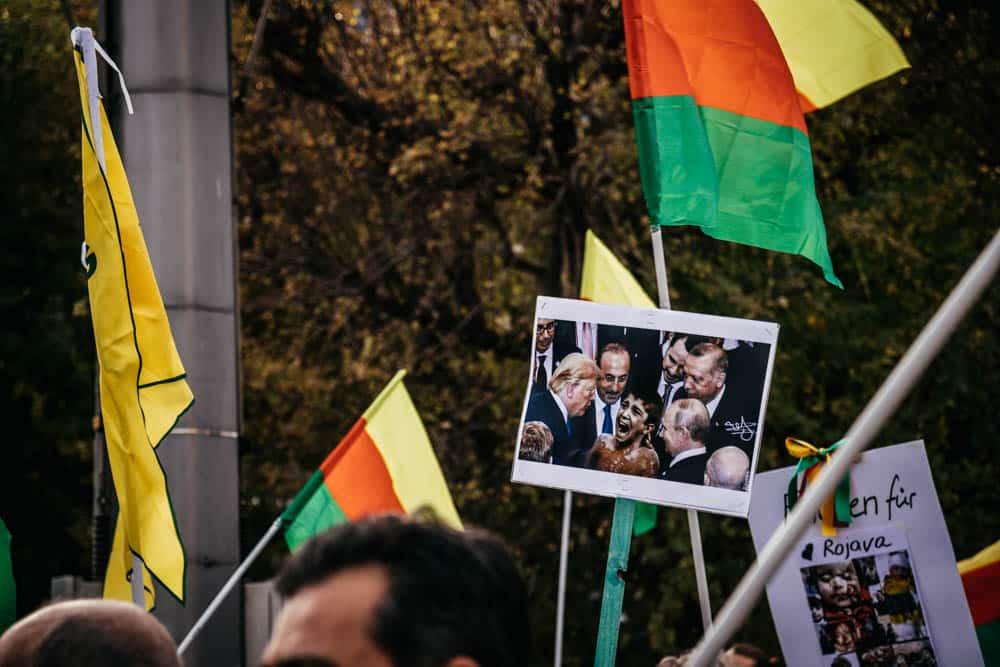 Zwischen allen Fronten: Kurden demonstrieren erneut in Leipzig. Foto: Tobias Möritz