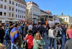 Gegendemonstration aus der Dresdner Neustadt Richtung Neumarkt. Foto: Privat