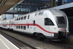 Dresden – Berlin – Rostock: Die DB setzt auf der neuen Linie moderne Doppelstockzüge ein. Foto: DB/Priegnitz, Bearbeitung: N+P Industrial Design