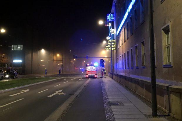 Gegen 2 Uhr - die Prager Straße ist vollständig zugenebelt. Passanten wurden außen herumgeführt. Foto: L-IZ.de
