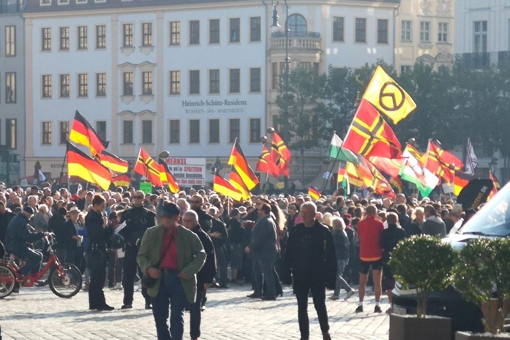 Identitäre Bewegung und Pegida - heute sind alle beieinander. Foto: Privat