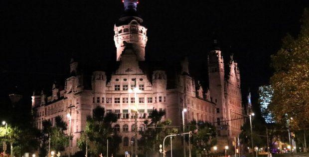 Neues Rathaus bei Nacht. Foto: Michael Freitag