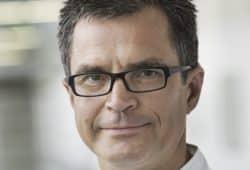 Ziel sei, so Prof. Andreas Roth, den Patienten nach überstandener Fraktur qualifizierten Ärzten außerhalb des Krankenhauses für eine medikamentöse Therapie zu übergeben, um einen weiteren Bruch zu verhindern. Foto: Stefan Straube / UKL