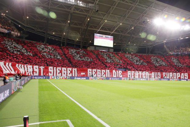 Das Ergebnis passte nicht zur Choreo des Fanblocks vor dem Spiel. Foto: Gepa Pictures