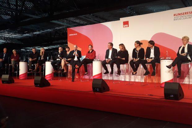 Die Kandidat/-innen stellten sich den Fragen des Publikums. Foto: René Loch