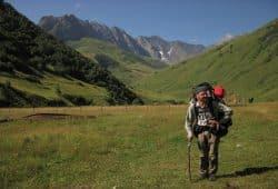 Stefan Otto mit Forscher-Gepäck im georgischen Assa-Tal. Foto: privat