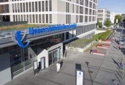 """Im neuen """"Klinikwegweiser 2020"""" des Magazins """"Focus Gesundheit"""" belegt das UKL Rang 6 unter den besten Krankenhäusern Deutschlands. Gegenüber dem Vorjahr bedeutet dies eine Verbesserung um sieben Plätze. Foto: Stefan Straube / UKL"""