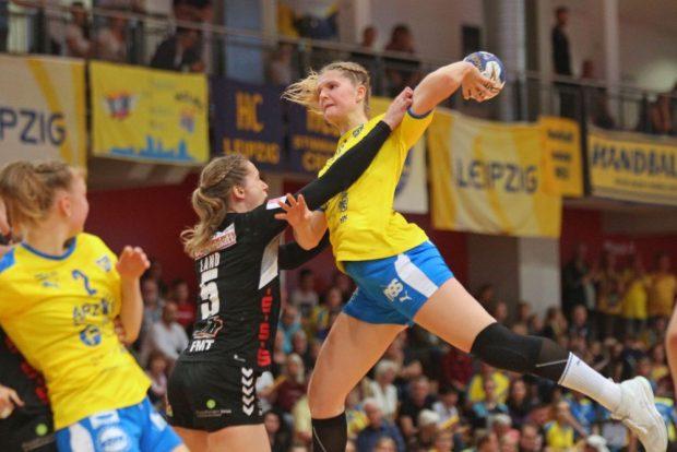 Wiebke Meyer in der Luft. Foto: Jan Kaefer