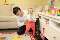 Für ihre Studie beobachteten die Wissenschaftler eine Freispiel-Interaktion zwischen Müttern und ihren fünf Monate alten Kindern. Foto: MPI CBS