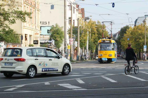Straßenbahn am Connewitzer Kreuz. Foto: Ralf Julke