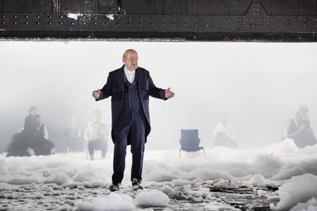 """Dieter Jaßlauk in der Inszenierung """"Peer Gynt"""" von Henrik Ibsen, Regie: Philipp Preuss (Premiere am 28.1.2017 am Schauspiel Leipzig). Foto: Rolf Arnold"""