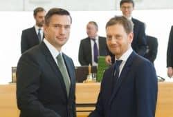 Martin Dulig (SPD) und Michael Kretschmer (CDU) verhandeln gemeinsam mit den Grünen über eine Koalition. Archivfoto: Freistaat Sachsen, Matthias Rietschel