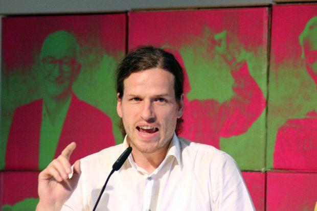 """Jürgen Kasek lobte Grünen-Innenpolitiker Valentin Lippmann: """"Es ist eine Sensation, dass im Sondierungspapier steht, dass es ein Konzept gegen Rechtsextremismus in Sachsen geben soll."""" Foto: L-IZ.de"""