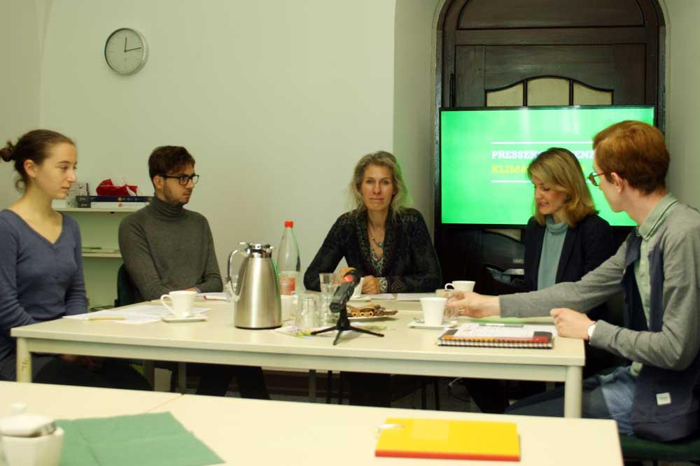 Lisa Marleen Allisat, Michael Neuhaus, Katharina Krefft, Sophia Kraft und Quentin Kügler bei der PK zum Klimanotstand. Foto: Ralf Julke