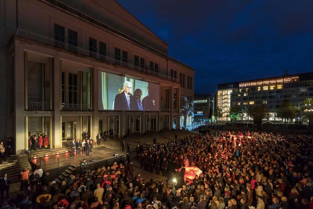 Während der kurzen Ansprache von Bundespräsident Frank-Walter Steinmeier zum Lichtfest 2019. Foto: Tom Schulze
