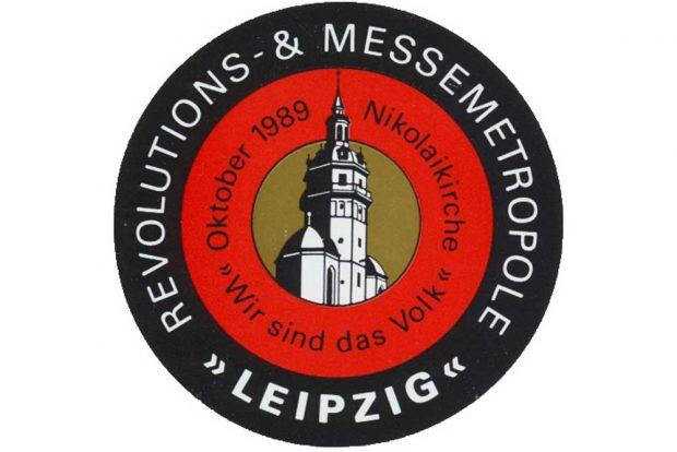 Das Bild, ein Aufkleber von 1990, ist Bestandteil des bereits 1989 einsetzenden Mythos. Foto: Archiv Bürgerbewegung Leipzig