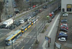 Prager Straße, kurz nach der Kreuzung Riebeckstraße. Foto: Ralf Julke