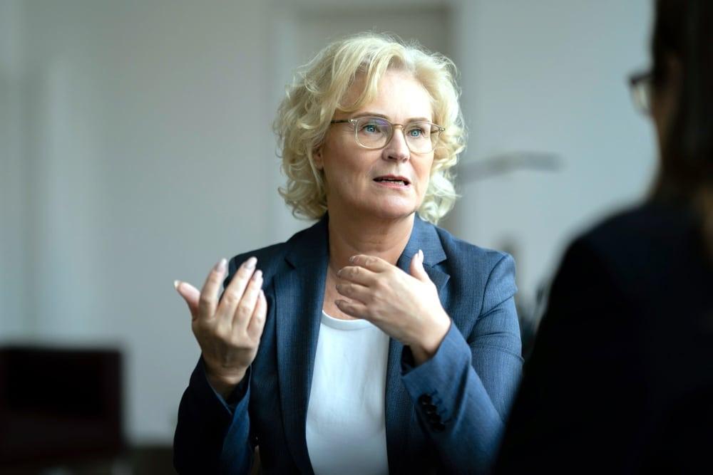 Plant schärfere Gangart gegenüber sozialen Netzwerken. Christine Lambrecht, Bundesministerin der Justiz und für Verbraucherschutz. Foto: Thomas Köhler / photothek