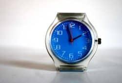 Am Sonntag werden wieder die Uhren umgestellt. Foto: Ralf Julke