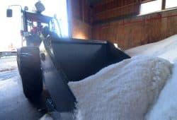 Check. Die Winterdienst-Fahrzeuge im Landkreis Nordsachsen sind einsatzbereit. Gut 4100 Tonnen Salz sind in den Straßenmeistereien eingelagert. Foto: Landratsamt/Bley