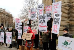 Die NuKLA-Aktion vorm Bundesverfassungsgericht. Foto: Michael Freitag