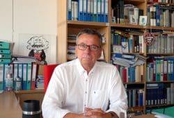 Der Technikhistoriker Prof. Dr. Thomas Hänseroth in seinem Büro an der TU Dresden. Foto: Lucas Böhme