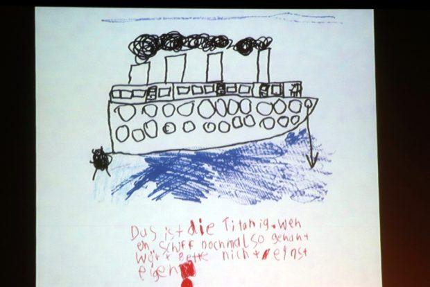 Die Titanik und ein wichtiger Warnhinweis - nicht einsteigen! Foto: L-IZ.de