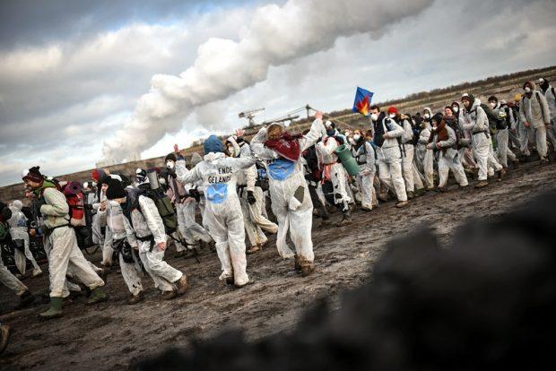 Gegen den Kohleausstieg erst 2038: Ende Gelände besetzt immer wieder Braunkohletagebaue. Foto: Tim Wagner
