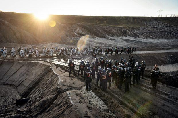 Die Sonne geht auf über dem Kohletagebau. Foto: Tim Wagner
