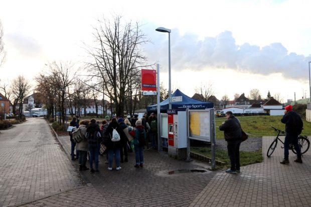 """Eine Mahnwache von """"Ende Gelände"""" in Böhlen. Foto: Michael Freitag"""