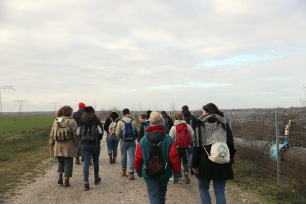 Fridays for Future Leipzig auf den letzten Metern zum Tagebau Peres. Foto: Michael Freitag