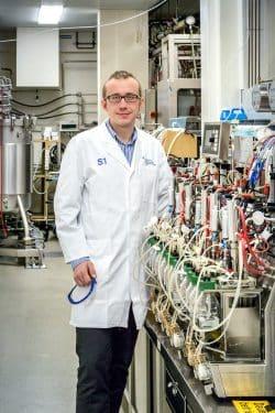Aus Exkrementen und ungenutzten Stoffen Energie gewinnen: Dr. Falk Harnisch ist weltweit führend dabei. Foto: Klaus-Dieter Sonntag/UFZ