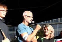 """Jörg von den """"Parents for Future"""" Leipzig auf der Bühne beim Klimastreik am 20.09.2019. Foto: L-IZ.de"""