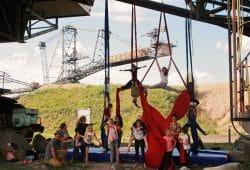 Luftakrobatik am Vertikaltuch im Bergbau-Technik-Park – Projekt CoalDance. Foto: Hannah Eymann