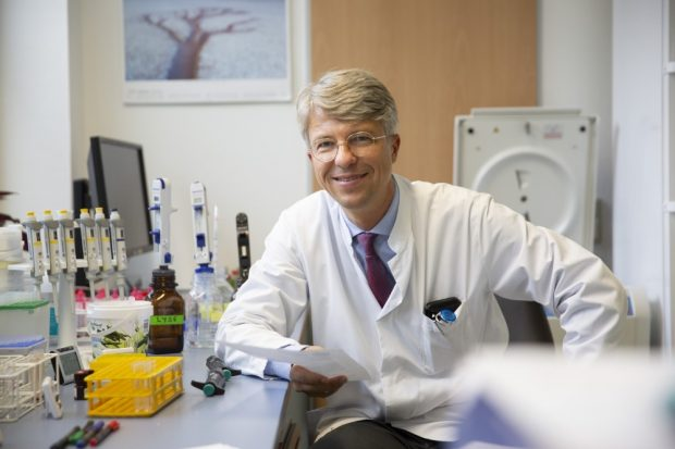 Prof. Uwe Platzbecker, Leiter des Bereichs für Hämatologie und Zelltherapie, und weitere Experten informieren die Teilnehmer des Patiententages über modernste Therapien für die verschiedenen Blutkrebserkrankungen. Foto: Stefan Straube / UKL