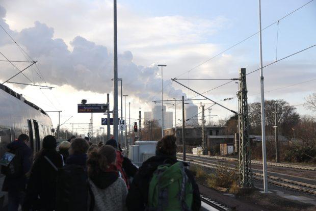 Ankunft der Reisegruppe am Samstag um 9:31 Uhr in Böhlen. Foto: Michael Freitag