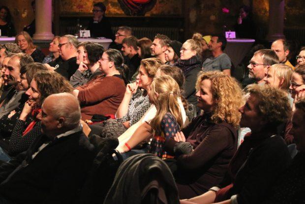 Spannung bei den selbstgeschriebenen Geschichten der Kinder bis in die letzte Reihe. Foto: L-IZ.de