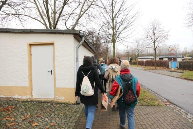 Vorbei an beeindruckenden Sehnswürdigkeiten in Neukieritzsch auf den FFF-Spaziergang am Samstag. Foto: Michael Freitag