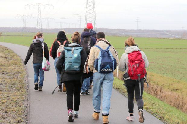 Ein ausgedehnter Wandertag von Fridays for Future im Kohlerevier entlang der untersagten Demoroute. Foto: Michael Freitag